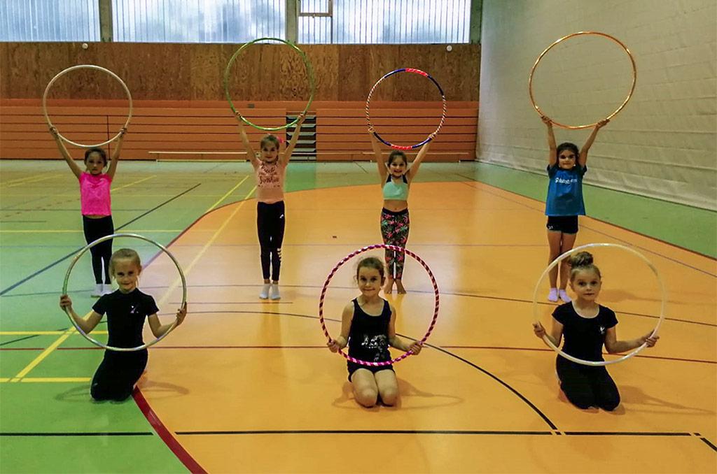 Gruppenfoto 4 unserer Rhythmischen Sportgymnastinnen während der Trainingswiederaufnahme.