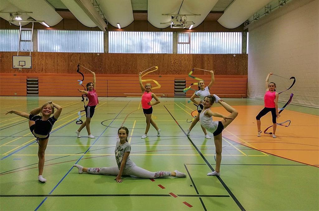 Gruppenfoto 1 unserer Rhythmischen Sportgymnastinnen während der Trainingswiederaufnahme.