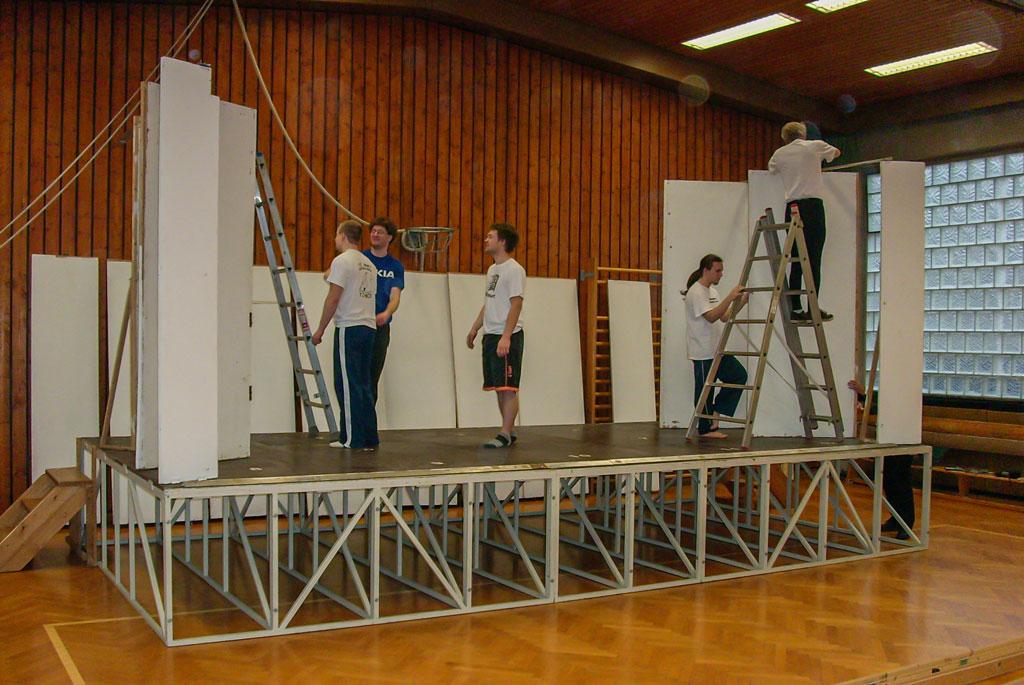 Weihnachtsmärchen Bühnenaufbau 2007 Bild 2